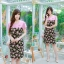 XL, 5XL ชุดเดรสสาวอวบ++ผ้า Sanfox พื้นดำ ทอลายดอกชมพู จุดเด่นของชุดนี้ตัดต่อด้านบน และแขนด้วยผ้า Hanako สีชมพู thumbnail 5