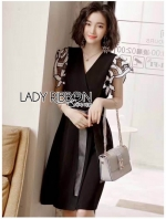เสื้อผ้าแฟชั่นเกาหลี Lady Ribbon's Made Lady Kelly Lace-Sleeve Black Dress with Black Leather Belt