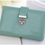 กระเป๋าสตางค์ ใบกลาง สีเขียว รุ่น Pretty Clover