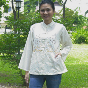 Cotton blouse with flower embroidery