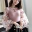 ผ้าไหมสีชมพูคอกลมผ้ายืดเเขนเสื้อเป็นเนื้อผ้าชีฟองแบบโปร่งผ้ารูตาข่าย thumbnail 4