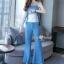 เสื้อพร้อมกางเกงสีขาวตัดฟ้า ทรงแขนกุด อกระบายติดกระดุมทอง thumbnail 6