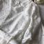 เสื้อลูกไม้ทรงคอวีลึกเป็นผ้าลูกไม้สีขาว thumbnail 11