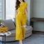 ผ้าพื้นสีเหลืองสวย ทรงปกสูทแขนสั้น เสื้อกระดุมตรงอก thumbnail 3