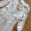 เดรสผ้าชีฟองสีขาวตกแต่งงาน thumbnail 9