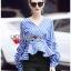 Blouse เสื้อผ้าคอตตอนลายทางสีน้ำเงินจับเดรป thumbnail 5