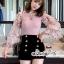 ผ้าไหมสีชมพูคอกลมผ้ายืดเเขนเสื้อเป็นเนื้อผ้าชีฟองแบบโปร่งผ้ารูตาข่าย thumbnail 5