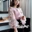 ผ้าไหมสีชมพูคอกลมผ้ายืดเเขนเสื้อเป็นเนื้อผ้าชีฟองแบบโปร่งผ้ารูตาข่าย thumbnail 6