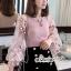 ผ้าไหมสีชมพูคอกลมผ้ายืดเเขนเสื้อเป็นเนื้อผ้าชีฟองแบบโปร่งผ้ารูตาข่าย thumbnail 2
