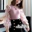 ผ้าไหมสีชมพูคอกลมผ้ายืดเเขนเสื้อเป็นเนื้อผ้าชีฟองแบบโปร่งผ้ารูตาข่าย thumbnail 3