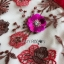 เดรสผ้าลูกไม้ทอลายดอกไม้และตกแต่งดอกไม้สีแดง thumbnail 10