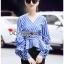 Blouse เสื้อผ้าคอตตอนลายทางสีน้ำเงินจับเดรป thumbnail 4