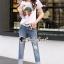 เสื้อสีขาวสปอร์ต + กางเกงสียีนส์ thumbnail 4