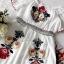 ชุดเดรสผ้าชีฟองสีขาวทรงคอสม็อกไหล่ thumbnail 9