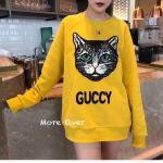 Details : เสื้อแขนยาวจั้มเปอร์สีเหลืองสดใส ปักลายน้องแมวตาเขียว