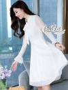ชุดเดรสแฟชั่น เดรสเกาหลี ลูกไม้สีขาวคอสูง คอผูกโบว์ ตัวนี้น่ารักมากค่ะ ปลายแขนระบาย