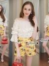เซตเสื้อ+กางเกง ตัวเสื้อทรงปล่อยสีขาวใส่แบบปาดไหล่ หรือเกาะไหล่ได้ค่ะ แต่งดอกไม้3Dมุ้งมิ้งแขนระบาย มาพร้อมกางเกงขาสั้นสีเหลืองพิมพ์ลาย