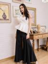 😀ราคา 890 บาท😀Fallintruelove 💘🆒 Recommendations 🆒💘 เสื้อทรงไหล่เบี่ยงแต่งเย็บระบายช่วงไหล่อลังการ Color: ขาวครีม (White) ตัดเย็บจากผ้ายืด Scuba Premium Grade (ไม่ใช่ผ้าโฟม) เป็นเสื้อทรงบราไขว้ทวิสต์อกต่อชิ้น