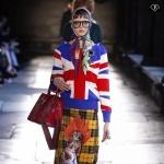 ฮิตตลอดกาล!!เสื้อสเวตเตอร์นิตติ้งลายธงชาติอังกฤษปักเข็มกลัด งานแบรนด์ Gucci ดีเทลเนื้อผ้า Knitting Polyester 100% ทอเนื้อนุ่มแน่นเกรดพรีเมี่ยม