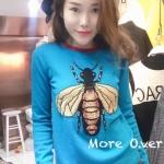 เสื้อ knit ไหมพรมอย่างดี แบรนด์ Gucci. ลายผึ้งปักลายอย่างดี สีฟ้างานไหมพรมสวยมากคะ!! รับประกันเปะๆๆ สุดๆ