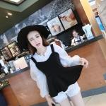 ชุดเสื้อเซตเหมาะสำหรับสาวมินิไซส์ เสื้อนอกเป็นเสื้อสายกล้ามเส้นใหญ่สีดำ เข้ารูปช่วงเอว แต่งระบายชาย ซิปข้าง มาพร้อมเสื้อตัวในสีขาวแขนยาวทรงบอลลูน