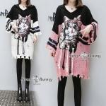 มินิเดรสไหมพรมเกาหลีแสนสวยเก๋น่ารัก มาให้จับจองกันแล้วจร้า รับลมหนาวกันไปเลย ไหมเนื้อหนานุ่มทอ 2 สี เดรสทรงปล่อยๆ โคล่งๆ ใส่สบาย คอวีมีฮู้ดด้านหน้าสุดน่ารักด้วยน้องแมว ปักหมุดทอง