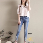 กางเกงของทางร้านออกแบบมาสำหรับคนไทยใส่ค่ะ จะเก็บสะโพก เอวไม่ต่ำ ปลายขาจะไม่เล็กเหมือนของฝรั่งค่ะ