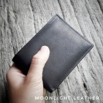 กระเป๋าสตางค์หนังแท้ 100% ไซส์เล็กแต่ใส่แบงค์พันได้ สีดำ ทำจากหนังวัว นุ่มมาก ทนทานไม่ลอกร่อน มีกล่องแบรนด์แท้