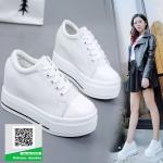 รองเท้าผ้าใบเสริมส้นสีขาว สไตล์เกาหลี (สีขาว )
