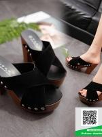 รองเท้าส้นตันสีดำ ทรงแม็กซี่ สายคาดไขว้ (สีดำ )