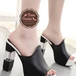 รองเท้าส้นสูงสีดำ แฟชั่นแบบสวม ดีไซน์สวยโดดเด่น แบบเรียบหรูดูดี ใส่กระชับเรียวเท้า เพิ่มสีสันที่ส้นรองเท้าเก๋ๆ สูงหน้า3.3ซม. ส้นสูง11 ซม.