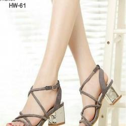 รองเท้าส้นเตี้ยสไตล์เกาหลี ดีไซส์สายไขว้กัน (สีเทา )
