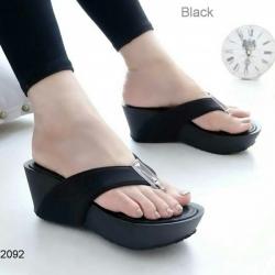 รองเท้าแตะส้นเตารีด ทรงหนีบ (สีดำ)
