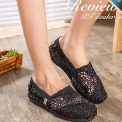 รองเท้าผ้าใบผู้หญิงสีดำ ผ้าลูกไม้ ทรงTOM แบบสวม ระบายอากาศได้ดี สวมใส่สบายเท้า แฟชั่นเกาหลี แฟชั่นพร้อมส่ง