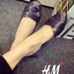 รองเท้าคัชชูสีเทา ส้นเตี้ย งานน่ารักๆจากH&M ทรงบัลเล่ห์ น่ารักใสๆ สีสันสดใสโดดเด่น ผ้าไหมซาตินเงาอย่างดี ทรงสวย