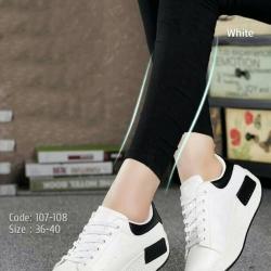 รองเท้าผ้าใบสีขาว ทรงสปอร์ต สูง 2 นิ้ว ซับใบนิ่ม