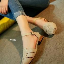 รองเท้าส้นเตี้ย รัดส้น หน้าสาน (สีครีม )