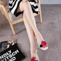 รองเท้าแตะรัดส้นแต่งดอกกุหลาบใหญ่ (สีขาว)