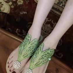 รองเท้าแตะสีเขียว คีบสวมลำลอง งานเริ่สๆ Guerlain แบรนด์ดังจากปารีส ดีไซส์เก๋ๆ งานเลอค่าประดับเพรช