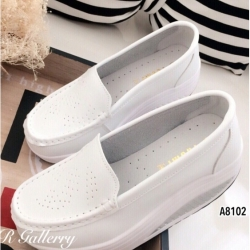 รองเท้าคัทชูเพื่อสุขภาพ เสริมส้น (สีขาว )