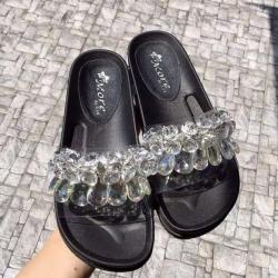 รองเท้าแตะสีดำ เพื่อสุขภาพพื้นหล่อยางเข้ารูป หน้าคาดหนังติดอะไหล่crystal ติดแน่นไม่หลุดง่าย งานดีพื้นยางอย่างดีน้ำหนักกำลังดี นิ่มน่าสวมใส่