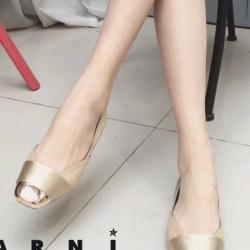 รองเท้าคัชชูสีทอง ส้นเตียMarin งานนำเข้า100% แบบสวย งานเหมือนรูป แน่นอน วัสดุทำจากผ้าซาติน งานหัวตัด ใส่สบายไม่บีบเท้า