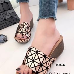 รองเท้าแตะส้นเตารีด แบบสวม สไตล์สุดชิค! ของ Issey Miyake (สีน้ำตาล )