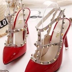 รองเท้าส้นสูงสีแดง ส้นเข้มValentino งานดี เกรดงานตัวแพง แบบเกร๋ สายรัดข้อ2สาย แต่งด้วยมุดโลหะ สูง3.5นิ้ว ไม่สูงมากเดินสะดวก