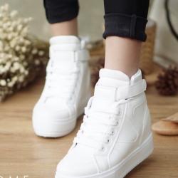รองเท้าผ้าใบสีขาว ผ้าใบหุ้มข้อ หนังPU เสริมส้นด้านในประมาณ 1.5นิ้ว เมจิกเทปสวมใส่สบาย