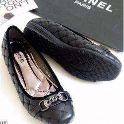 รองเท้าคัทชูส้นเตี้ย หัวตัด หนังบุนวม (สีดำ)