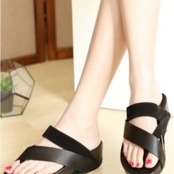 รองเท้าส้นเตารีด แบบสวมนิ้วโป้ง สไตล์fitflop (สีดำ )