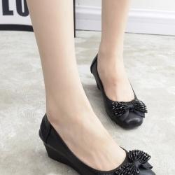 รองเท้าคัทชูส้นเตารีด หัวมน แต่งโบว์ (สีดำ)