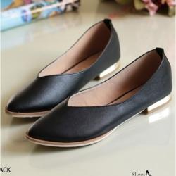 รองเท้าคัทชูส้นเตี้ย หัวแหลม หน้าวี ส้นทอง (ดำ )