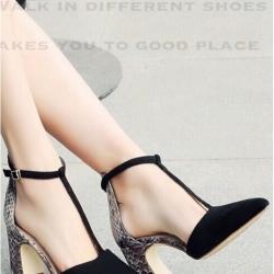 รองเท้าส้นสูงรัดข้อ ปิดส้น T-strap หนังสักหลาด (สีดำ )